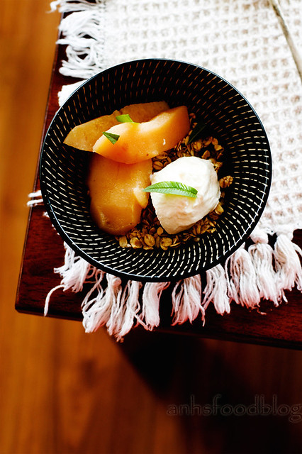 Poached quinces with spices