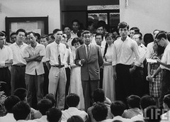 8-1963 Students at the School of Sciences and Pedagogy holding a protest demonstration against the repressive measures of the Diem government par VIETNAM History in Pictures (1962-1963)