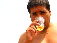Marito (Chu li) Tags: portrait golden gente cerveza personas retratos verano egipto birra oro calor beber retratista marito chuli mariocarrasco cadenita julianaorihuela cumpleruperto