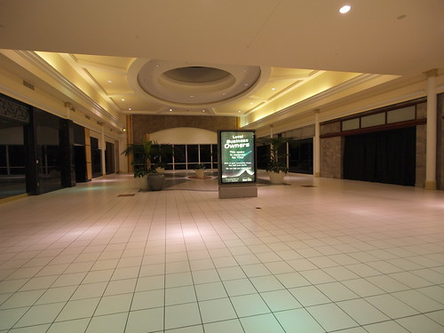 Dead section of West Oaks Mall
