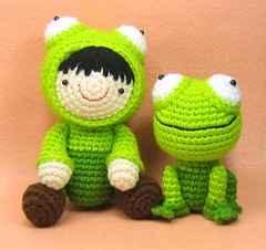 Girl in a Frog Suit and Her Pet Frog Crochet Pattern