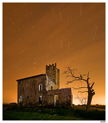 canfelip_II (Aitor Escauriaza) Tags: light red sky field night rural stars landscape lights star noche nikon long exposure paint skies nightlights shot flash sb600 trails s fisheye trail pollution estrellas nights contaminacion estrella luminous reus startrails milkyway olivo estel startrail d90 offcamera sigma1020 lumnica polucin vialactea d80 starttrails aitorescauriaza luminica poluci alemdagqualityonlyclub