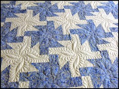 lindaquilt2 (Carla's Feathered Fibers) Tags: quilt quilting longarm machinequilting bedquilt longarmquilting longarmmachinequilting