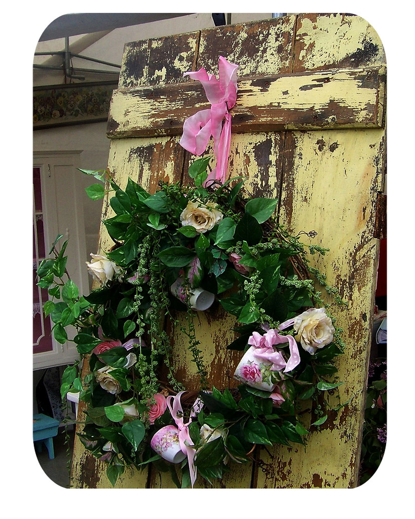 teacup-wreath
