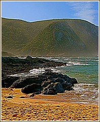 Plettenberg Bay. (Geoff http://www.ipernity.com/mcelwaine.geoffrey) Tags: sky mountains southafrica sand rocks waves niceshot indianocean picturesque smrgsbord plettenbergbay mygearandme mygearandmepremium mygearandmebronze mygearandmesilver