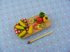 DollHouse Miniature Sweet Corn and Peppers (Shay Aaron) Tags: food house scale pepper miniature corn doll sweet handmade fake vegetable polymerclay fimo veggie cob 112 redpepper sweetcorn dollhouse cuttingboard
