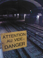 Attention au vide - Danger (LimitedExpress) Tags: paris danger underground metro tube tunnel ubahn ratp thirdrail