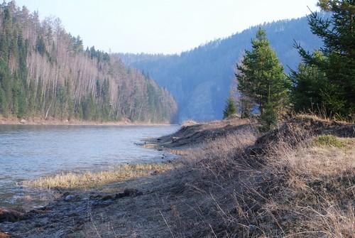 Râul Manna lângă localitatea Ungut