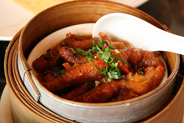 Steamed chicken feet with black bean sauce (S$3.90)
