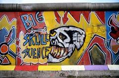 19870000 Berlin Kreuzberg Mauer Graffiti Street Art (9) (j.ardin) Tags: streetart berlin wall graffiti border berlinwall ddr frontier borderline mauer berlinermauer grenze murodeberlin murdeberlin todesstreifen mauerstreifen deathzone