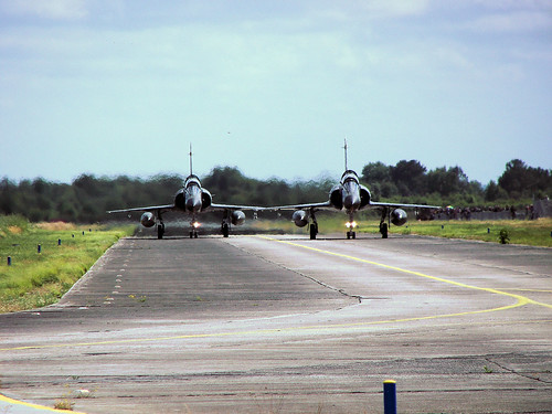 Airplane picture - mirage 2000 Taxiway