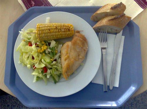 Hähnchenbrust und Maiskolben
