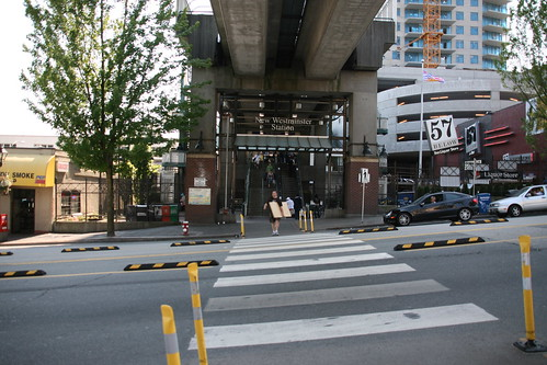 And here is the station at the bottom of the hill - the place of decision-making: bus or walk?  Image courtesy of  Fujitariuji.  Click image to view Flickr stream
