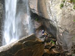 La cascade de Piscia di Ghjallu : deux canyoneurs venant de rappeler leur corde