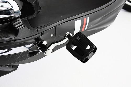 GIO e-scooter pedals