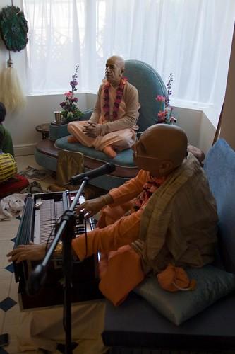 H H Bhakti Caru Swami 2010 - 0040 por ISKCON desire tree.