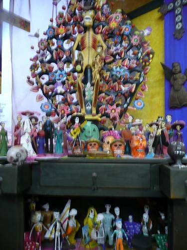 many figurines.