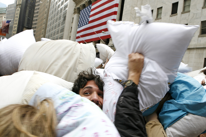 wallstreet_urbanpillowfight3