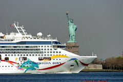 STATUE OF LIBERTY / NORWEGIAN DAWN (kevinh_photos) Tags: nyc cruise usa ny newyork water liberty ship line norwegian dolphins statueofliberty ncl nyharbor norwegiandawn kevinhphotos