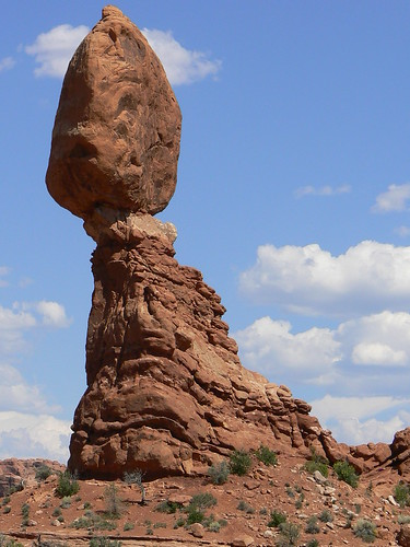 balanced rock in arches state park utah
