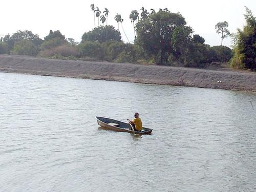 הדוד מפליג במאגר המים של תת המחוז קאו סאמינג
