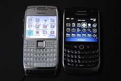 nokia blackberry review cellphone mobilephone curve comparison halle qwerty e75 8900 e71 tululu