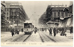 Snow in the City of the Sun (1914) (postaletrice) Tags: street old city winter people snow france cold strange vintage french geotagged la weird calle marseille mediterranean boulevard cityscape gente antique postcard hiver nieve tram ciudad paisaje ctedazur odd antigua promenade pedestrians invierno urbano snowing neige postal unusual provence streetcar paysage rue fro francia tramway unexpected froid ville postale insolite gens carte ancienne francesa bulevar urbaine tarjeta tranva nevando peatones cpa bouchesdurhne belleepoque franaise pitons inslito provencealpesctedazur cannebire geo:lat=53777 geo:lon=432964