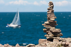 Sailing at the East Sea (Hkan Dahlstrm) Tags: sea rock rocks sailing sweden schweden east sverige sailor land sailingboat sude svezia kalmarlan gronvik gronvik