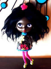 Janet in Cookie Dolls outfit (Blythemaniaco) Tags: black fashion outfit doll dolls dress moda mohair blythe prima custom dolly negra 60 sixties picnik vestido saffy mueca sesenta rbl erregiro