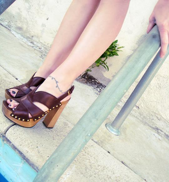Miu Miu CLogs+platform studded sandals+legs-crosspross3