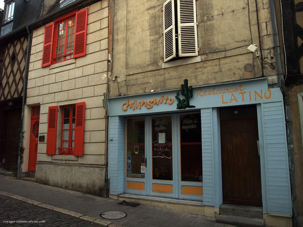 Couleurs vives pour cette boutique de Bourges