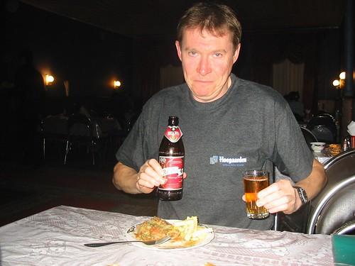 Jaak wellustig kijkend naar eten en drinken