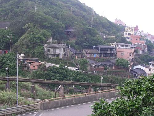 黃金瀑布旁的村落