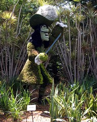 captain hook (CeciliaKy) Tags: epcot topiary waltdisneyworld captainhook topiaries flowerandgardenfestival april2009 sassyweekend