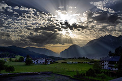 Sunset Tirol (b3nny) Tags: sunset field clouds canon eos tirol is sterreich sonnenuntergang feld wolken benjamin 1855 landschaft efs hdr tyrol innsbruck sonnenstrahlen sunray stimmung rau tcf lichtstrahlen 450d aldrans thechallengefactory b3nnyat