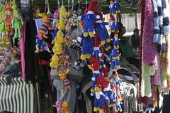 Multicolorida barraca de feira (Parchen) Tags: color scarf cores toys woodpecker dolls foto market saturday tent feira colored fotografia sales multi barraca imagem brinquedos bonecos picapau colorido registro cachecol feiralivre multicolorido vendas barraquinha parchen carlosparchen