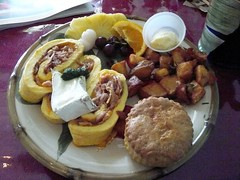 Ham and cheese omelet roll plate (Jacqueline Stephens) Tags: food restaurant hawaiian brunch snaptweet hulahottiescafebakery