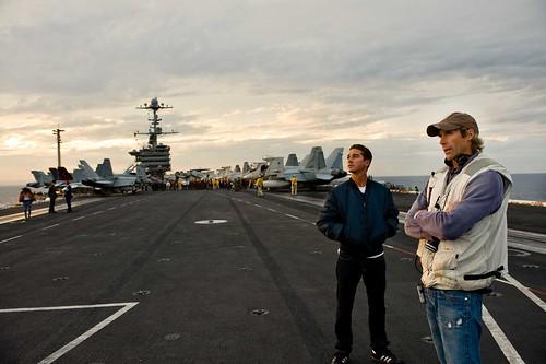 Michael Bay Shia portaaviones