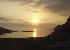 Gearrannan Sunset (DerickCarss) Tags: ocean sunset sea island scotland village lewis scottish na atlantic outer isle eilean isles baile hebrides wester blackhouse gearrannan leodha tughaidh