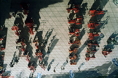 Mirror ceiling / Porsche museum (Tele Rokkor-X) Tags: tractor film mirror minolta diesel stuttgart slide porsche fujifilm provia manualfocus x700 porschemuseum rxp