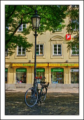 Bicicleta a l'ombra // Bicycle in the Shadow (~Oryctes~) Tags: flowers windows flores bike bicycle germany munich mnchen geotagged awning bayern deutschland bavaria farola streetlamp gimp bicicleta cobblestones explore ventanas bici alemania geraniums 2008 stern ubuntu juliol munic adoquines escaparates flors toldo baviera tendal fanal geranios finestres geranis blueribbonwinner alemanya llambordes displaywindows aparadors interestingness245 canoneos400d visiongroup qtpfsgui sigma18200mmf3563dcos goldstaraward rubyphotographer gimp26 geo:lat=48135191 geo:lon=11576323 concurssocialnota55 concurssocialtemafanals