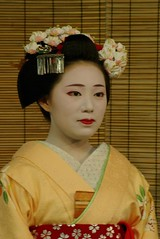 02 butterflies kanzashi (Tahanala) Tags: flower butterfly kyoto maiko geiko hana geisha hairpin tsumami chocho hanamachi kanzashi hairornament hanakanzashi karyukai tsumamikanzashi mamechiho