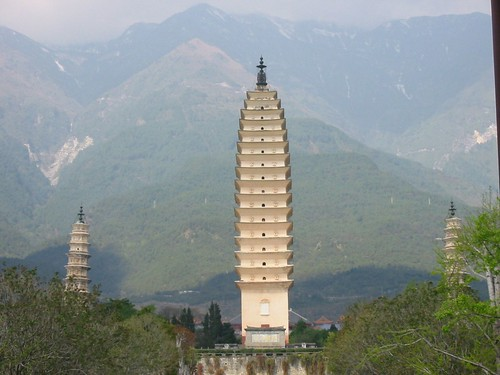 Drie mistige pagodes in Dali