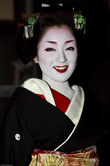 Kotoha (WilliamBullimore) Tags: portrait woman japan kyoto maiko geiko jp geisha handheld gion canonspeedlite430ex canonef100mmf28macrousm kyotofu abigfave platinumheartaward canoneos5dmarkii