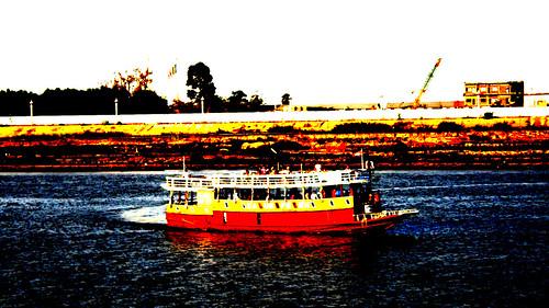 082.洞里薩河(Tonle Sap)上的渡輪滿滿都是乘客