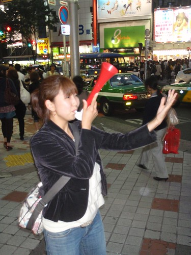 Yoko dirigiendo