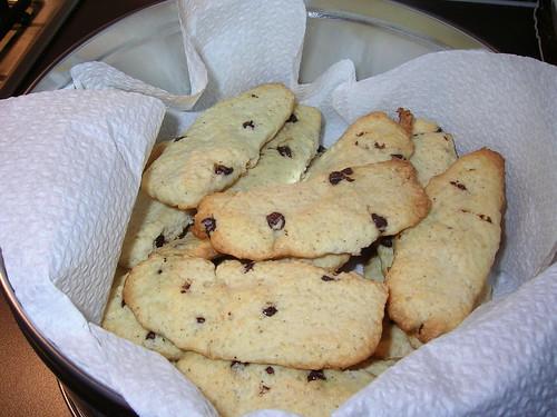 Biscotti a fette con gocce di cioccolato