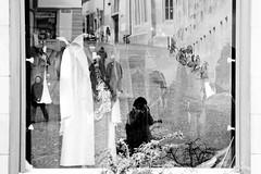 Reflets (Reyhaneh~A) Tags: city me photo photographie suisse femme moi souvenir reflet reflect ville homme vitrine reyhaneh rabedan