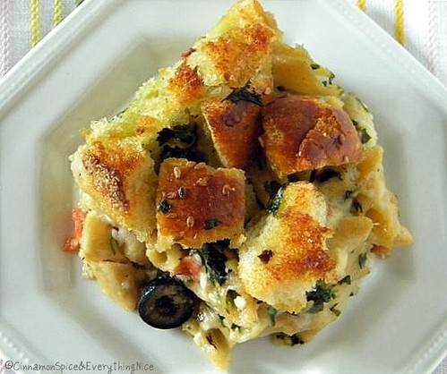 Garlic Bread Crusted Macaroni and Cheese with Brie