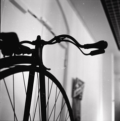 Fietse (skinner08) Tags: white black 6x6 analog rolleiflex t fahrrad celle aph09